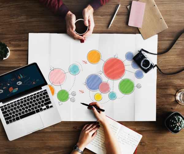 woman drawing colorful circles