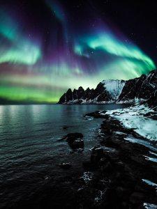 aurora-borealis-evening-landscape-Tobias Bjorkli